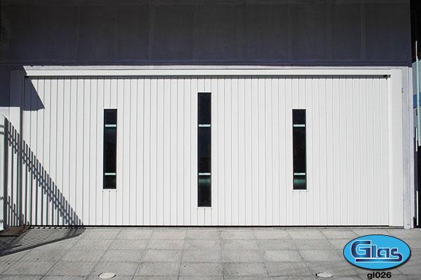 PORTÃO MODELO GL 26<div style='clear:both;width:100%;height:0px;'></div><span class='desc'>Fechamento em chapa (lambril) na vertical com detalhes para colocação em vidro...</span>
