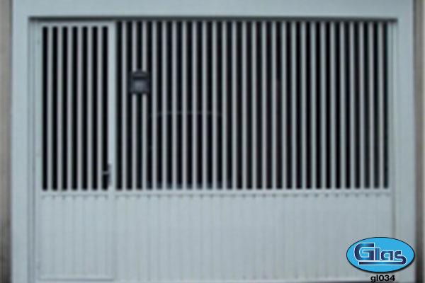 PORTÃO MODELO GL 34<div style='clear:both;width:100%;height:0px;'></div><span class='desc'>em aço tubular 30x20 na vertical com vão de luz de (7cm) e chapa (lambril) na ...</span>