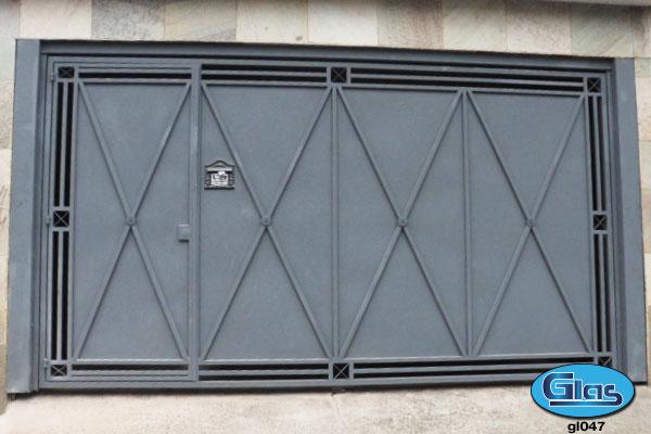 PORTÃO MODELO GL 47<div style='clear:both;width:100%;height:0px;'></div><span class='desc'>Fechamento em chapa lisa com detalhes em X, tubo 20 x20 com vão de luz de (7cm)...</span>