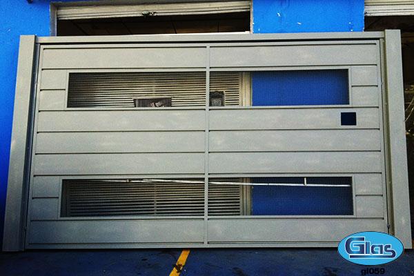 PORTÃO MODELO GL 59<div style='clear:both;width:100%;height:0px;'></div><span class='desc'>Fechamento chapa Lisa (cartola) 35 cm na horizontal, restante em tela malha de �...</span>